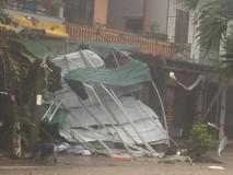 Quảng Bình: Nhiều nhà dân bị tốc mái, cây...