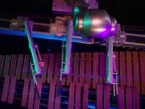 Cận cảnh robot biết biên soạn, chơi nhạc cực...