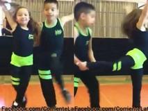 2 vũ công nhí trình diễn điệu Salsa cực...