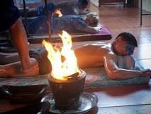 Trải nghiệm massage bằng chân và lửa ở Thái...