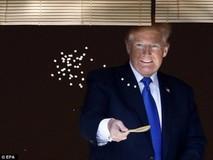 Tổng thống Trump thích thú với cá Koi tại...
