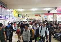 TP.HCM: Vé tàu Tết đã khan, vé xe vẫn chưa bán