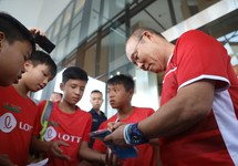 HLV Park Hang-seo mong Nepal ghi bàn vào lưới Olympic Việt Nam