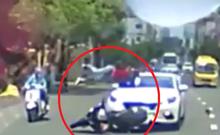 Xe máy qua đường ẩu, bị ô tô tông bay qua đầu xe
