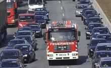 Làn khẩn cấp trên cao tốc ở các nước được dùng thế nào?