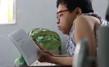 Cô gái xương thủy tinh đem tri thức đến với trẻ em nghèo