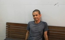 Chân dung kẻ ôm vũ khí nóng cố thủ trong nhà ở Nghệ An