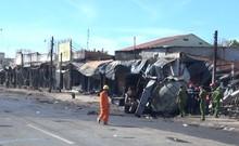 Hiện trường vụ lật xe bồn làm cháy 19 căn nhà ở Bình Phước