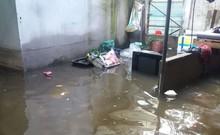 Nhiều nhà dân vẫn ngập nặng sau bão số 9