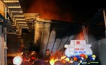 Hiện trường vụ cháy kho xăng dầu, 3 xe bồn bị thiêu rụi