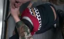 Clip: Giải cứu bé 6 tuổi bị kẹt tay trong thang cuốn