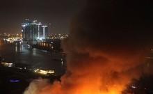 Toàn cảnh vụ cháy kho gần cảng Sài Gòn