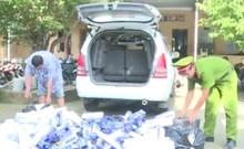 Bắt quả tang ô tô chở 5.000 gói thuốc lá lậu