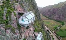 Clip:'Lều nghỉ dưỡng' giữa trời, cheo leo trên vách núi