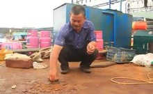Cận cảnh tàu cá vỏ thép mới đóng đã bị hư hỏng