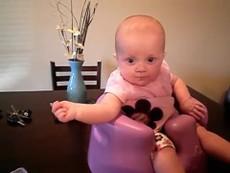 Bé 5 tháng tuổi tập nói cực đáng yêu