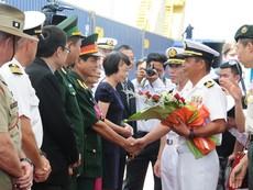 Clip tàu đổ bộ Nhật chở hải quân Mỹ, Úc, Nhật đến Đà Nẵng