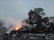 Toàn cảnh MH17 rơi và những mảnh vỡ còn sót lại
