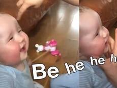 Cười tít mắt với em bé có giọng cười giống cừu con