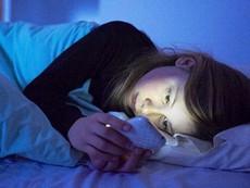 Smartphone có thể gây mù nếu sử dụng trước khi ngủ