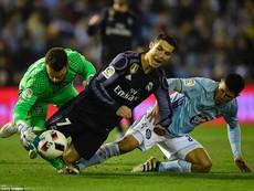 Xem Ronaldo 'làm xiếc' với bóng