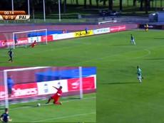 Kinh điển: Cầu thủ phản lưới nhà ở giây 15 của trận đấu