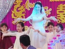 Đám cưới đáng yêu của cô giáo mầm non