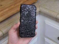 Thả Apple iPhone 6 vào Coca Cola đun sôi - Điều gì sẽ xảy ra?