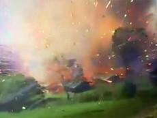 Cận cảnh: Kho chứa 10 tấn pháo hoa phát nổ dữ dội