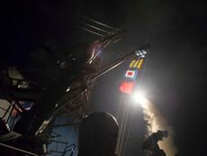 Clip: Tàu chiến Mỹ phóng tên lửa đánh sân bay Syria