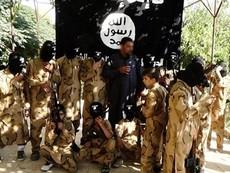 Clip sốc: IS huấn luyện trẻ em bằng 'súng thật-đạn thật'