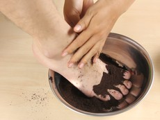 5 mẹo đơn giản khử mùi hôi chân khi đi giày