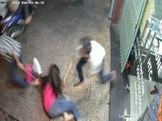 Tên cướp giật túi, kéo cô gái ngã ngửa xuống lề đường