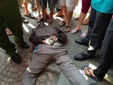 Clip hiện trường vụ bị đánh bất động vì cướp tiệm vàng giữa ban ngày