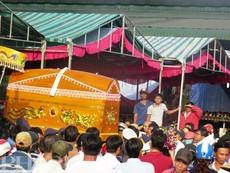 Clip đưa tiễn 6 nạn nhân vụ thảm sát Bình Phước về nơi an nghỉ
