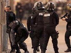 Clip đấu súng gần Paris, hai tên khủng bố thiệt mạng