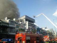 Clip cháy lớn ở trung tâm Sài Gòn