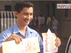 TP.HCM: Chỉ có 50 người mua được tiền lưu niệm 100 đồng