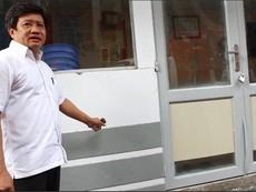 Phó Chủ tịch quận 1 chỉ đạo tháo dỡ trụ sở lấn vỉa hè