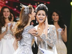 H'Hen Niê đăng quang Hoa hậu Hoàn vũ Việt Nam 2017