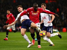 MU thảm bại 0-2 trên sân Wembley