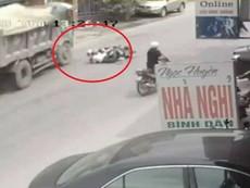 Tài xế xe tải đánh lái xuất thần, cứu mạng 2 nữ sinh