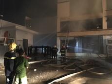 Cháy xưởng bánh khoảng 2.000 m2 ở Bình Tân
