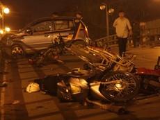 Clip taxi tông hàng loạt xe máy khiến hàng chục người bị thương