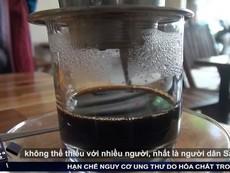 Phát hiện cà phê có tạp chất bằng ly nước lọc