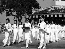 Clip trang phục xưa và nay của phụ nữ Việt Nam