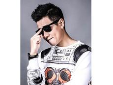 Khán giả 'chê' trang phục của MC Nguyên Khang
