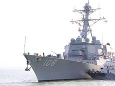 Cận cảnh tàu khu trục USS Wayne E.Meyer ở cảng Tiên Sa