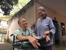 Bà lão 68 tuổi nuôi bệnh miễn phí cho người dưng
