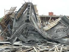 Huế: Sập giàn giáo cây xăng làm nhiều người bị thương